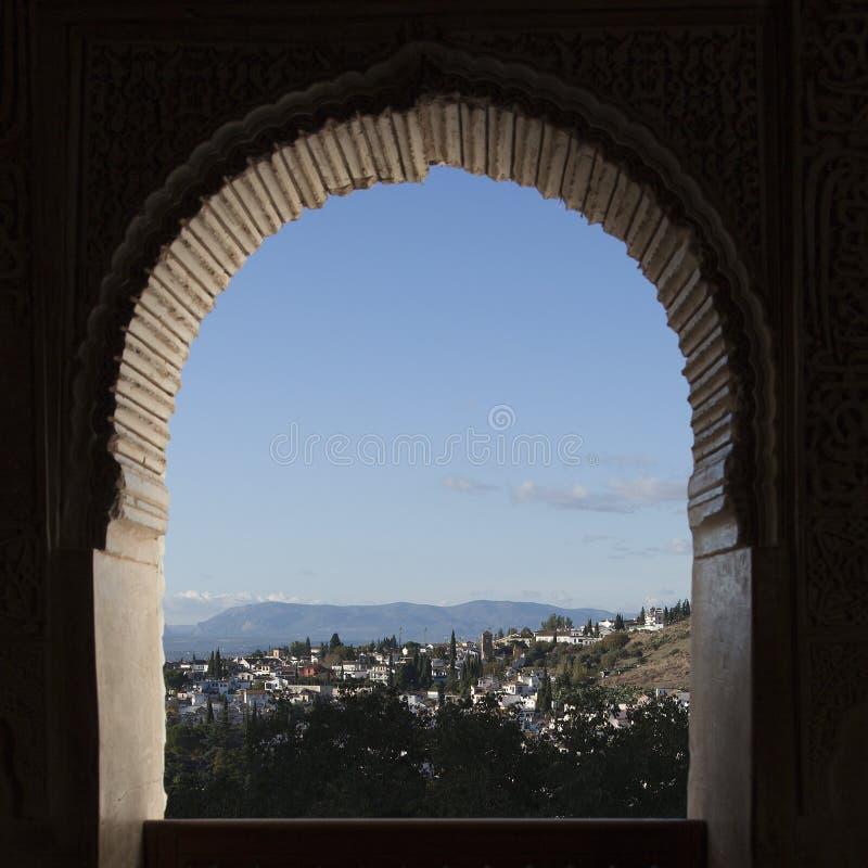 Glimps em Albaicin, a vizinhança a mais velha de Granada, Spain fotografia de stock