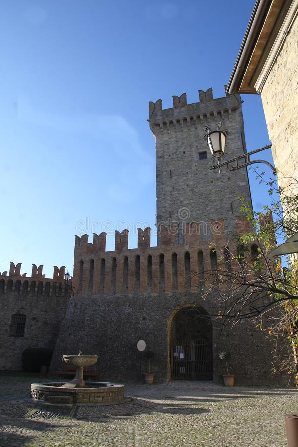 Glimpse Vigoleno Vernasca - PC - Italien lizenzfreies stockfoto