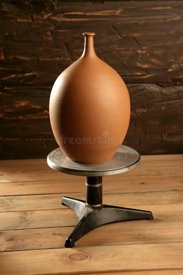 glina kończący garncarki ceramiczny wazowy koło zdjęcia stock