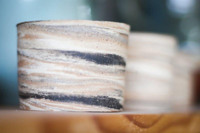 Glina pije szkła w pracach fotografia stock