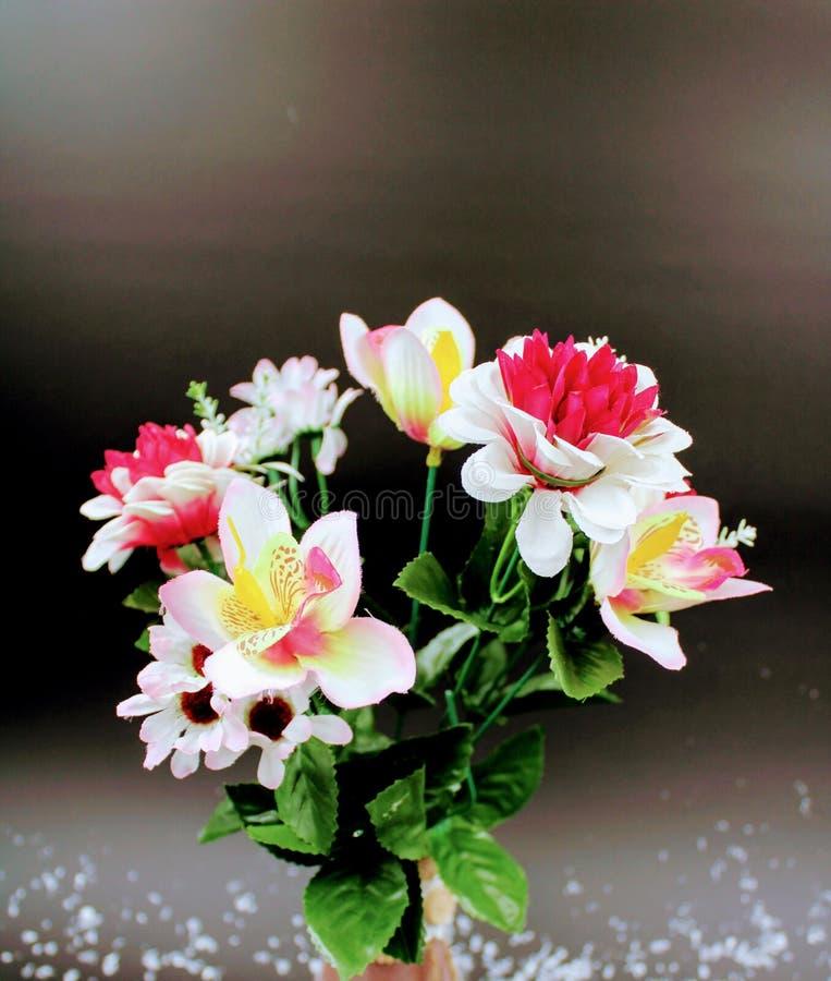 Gliniana waza malująca z kwiatami zdjęcia stock