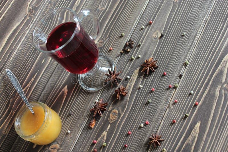 Glintveyn met rode wijn en kruiden stock foto