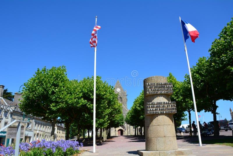 Glise ‰ Sainte-Mère-à была первой деревней в Нормандии освободило армией Соединенных Штатов на дне Д, 6-ое июня 1944 стоковые изображения