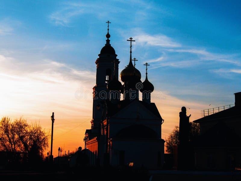 ?glise d'orthodoxie pendant le coucher du soleil photographie stock