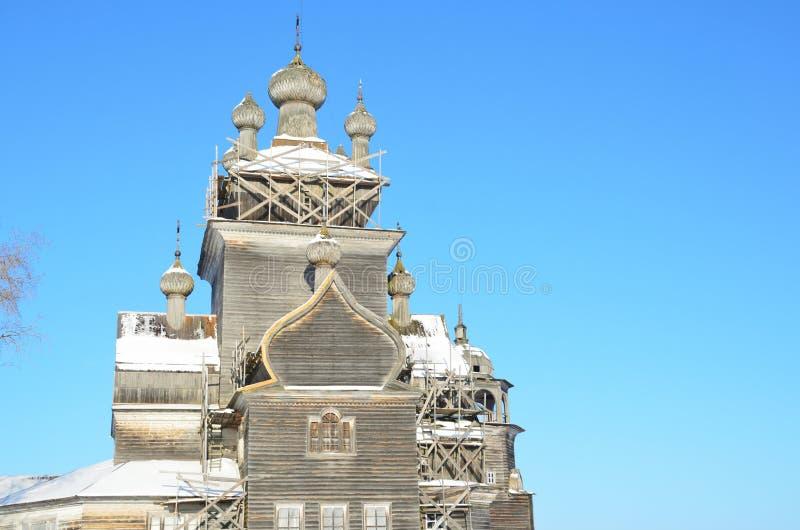 ?glise de la transfiguration Preobrazhenskaya, XVIII si?cle dans Turchasovo La Russie, r?gion d'Arkhangelsk, secteur d'Onega image libre de droits