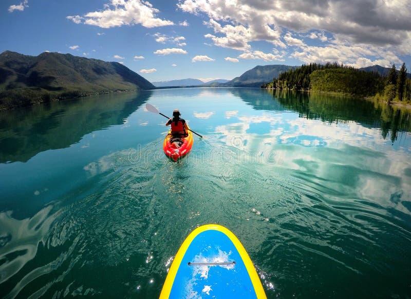 Glissement au-dessus du lac McDonald en parc national de glacier photographie stock libre de droits