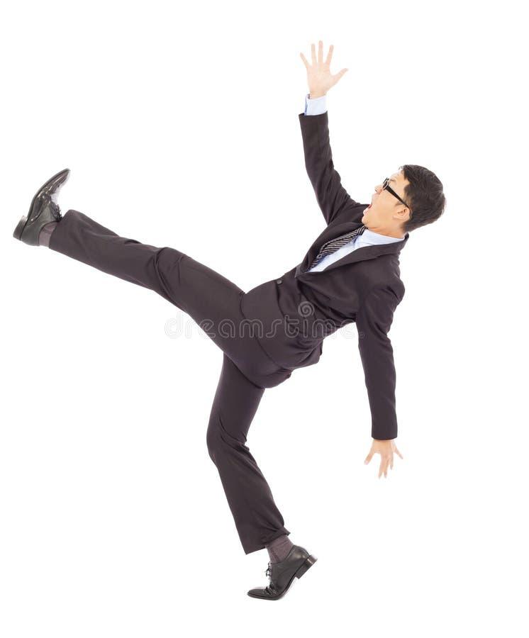 Glissement d'homme d'affaires et chute et une pose drôle photographie stock libre de droits