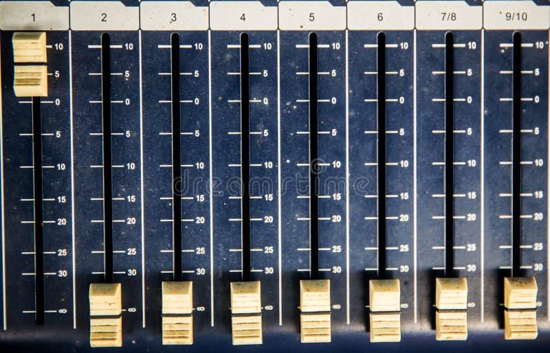 Glissière de dispositif d'égaliseur pour l'enregistrement et la reproduction du bruit image libre de droits