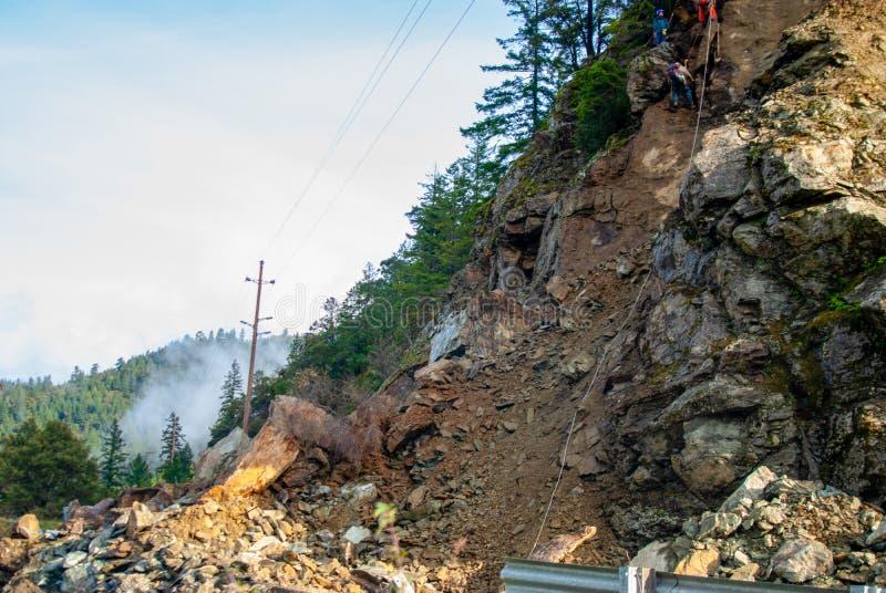 Glissière fermée de roche de route en avant image stock