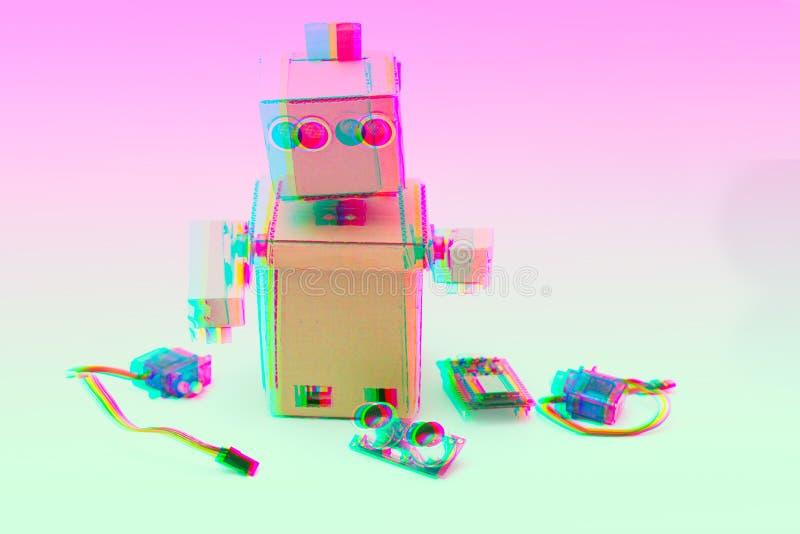 Glitches effect robot met handen en hulpmiddelen royalty-vrije stock fotografie