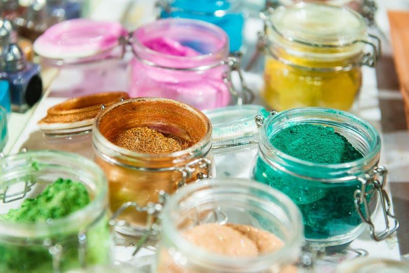 glitter shimmer För makeup manikyr- och dekorerakläder härligt ljust för bakgrund Kosmetiskt skönhetsprodukter Mousserar royaltyfria bilder