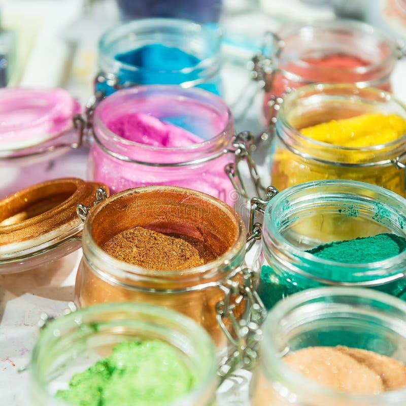 glitter shimmer För makeup manikyr- och dekorerakläder härligt ljust för bakgrund Kosmetiskt skönhetsprodukter Mousserar arkivbilder
