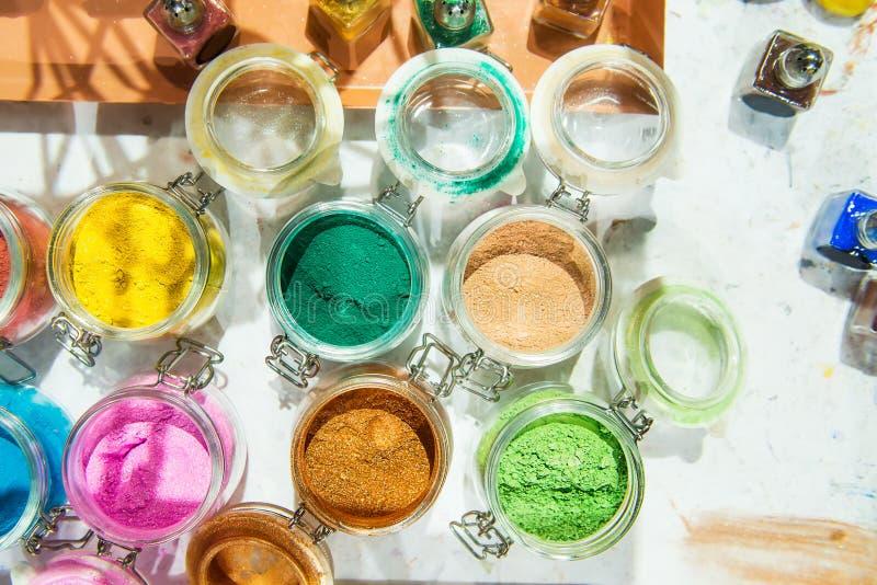 glitter shimmer För makeup manikyr- och dekorerakläder härligt ljust för bakgrund Kosmetiskt skönhetsprodukter Mousserar royaltyfri foto