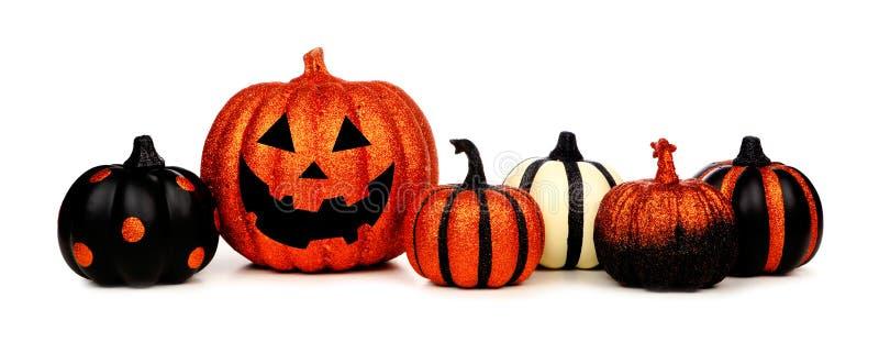 Glittery Halloween-Kürbise und Laterne Jacks O lokalisiert auf Weiß stockfoto