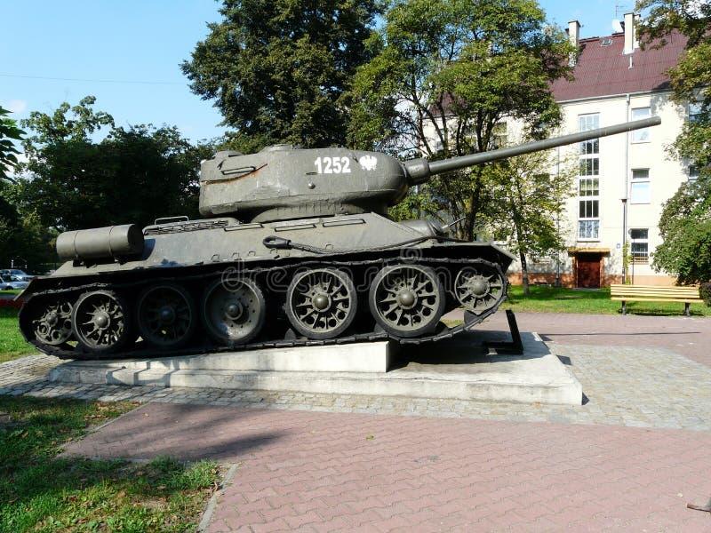 GLIWICE SILESIA, TURIST- DRAGNING FÖR POLAND-TANK T-34-GLIWICES arkivbilder