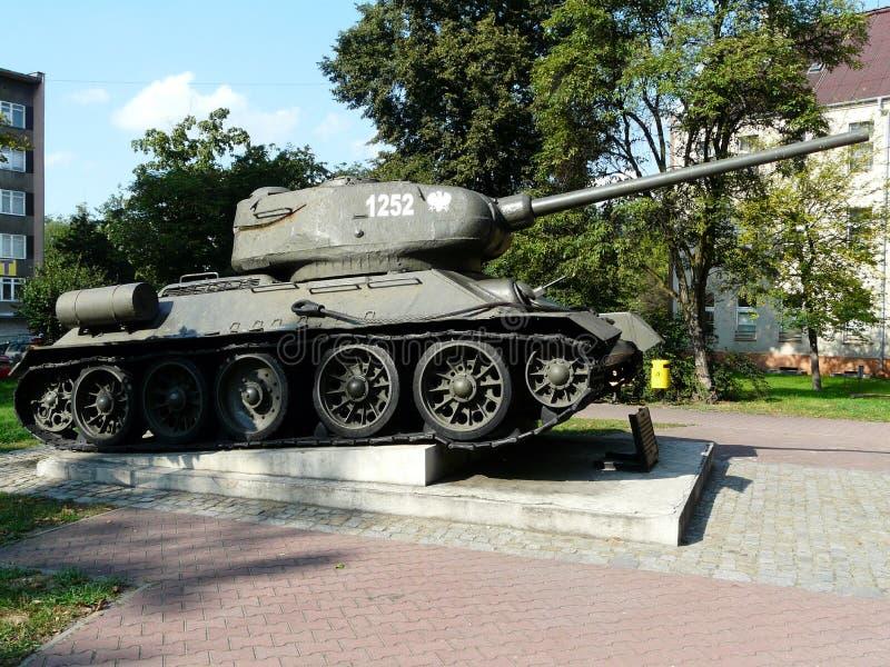 GLIWICE SILESIA, TURIST- DRAGNING F?R POLAND-TANK T-34-GLIWICES fotografering för bildbyråer