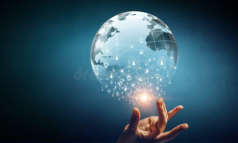 Globaal mededeling en voorzien van een netwerk Gemengde media stock afbeelding