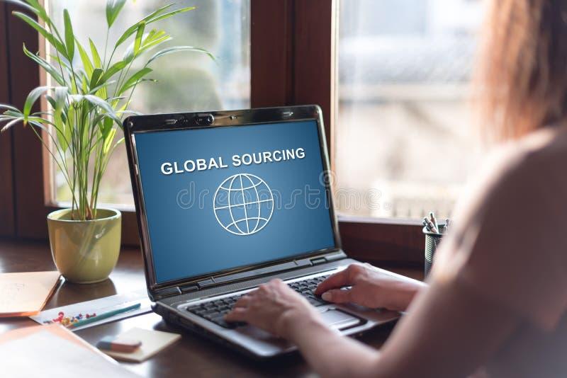Globaal sourcing concept op het laptop scherm royalty-vrije stock foto's