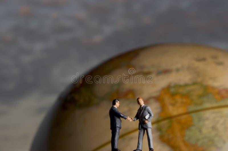 global handskakning arkivbild