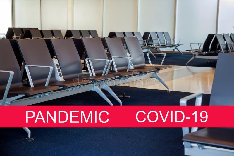 Global pandemi med coronavirus COVID-19 Tom startväntrum för avgångsflyg med stolar royaltyfria foton