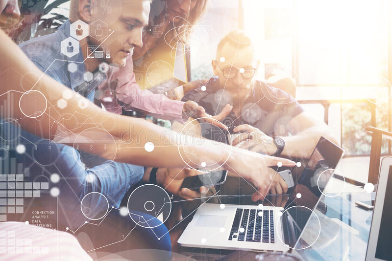 Globale Strategie-Verbindungs-Daten-virtuelle Ikonen-Innovations-Diagramm-Schnittstelle Startverschiedenartigkeits-Teamwork-Sitzu lizenzfreies stockbild