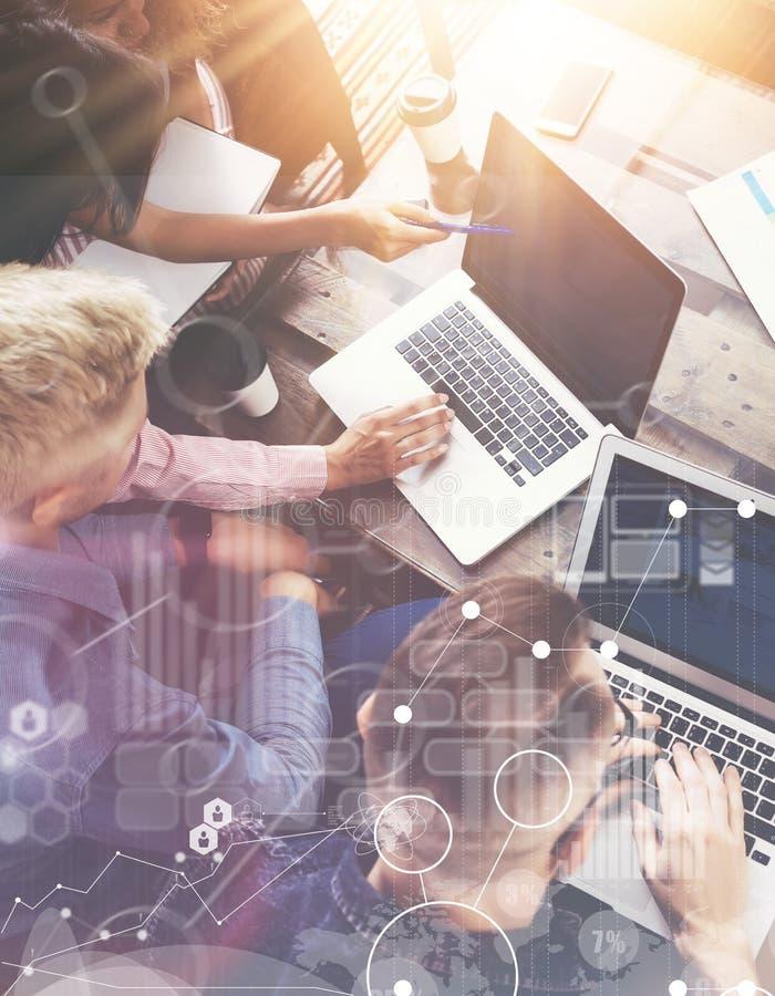 Globale Strategie-Verbindungs-virtuelle Ikonen-Diagramm-Schnittstellen-Diagramm-Marktforschung Gruppen-Mitarbeiter Team Making Ex lizenzfreie stockfotografie