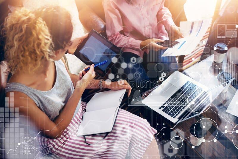 Globale Verbindungs-virtuelle Ikonen-Diagramm-Schnittstellen-Marktforschung Mitarbeiter Team Brainstorming Meeting Online Busines stockfotografie