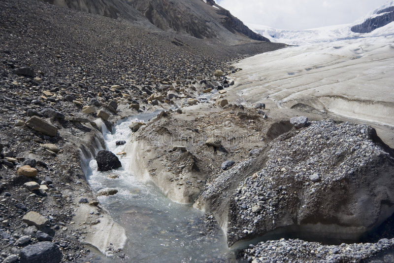 Globale verwarmende en smeltende gletsjers in rockies stock afbeelding