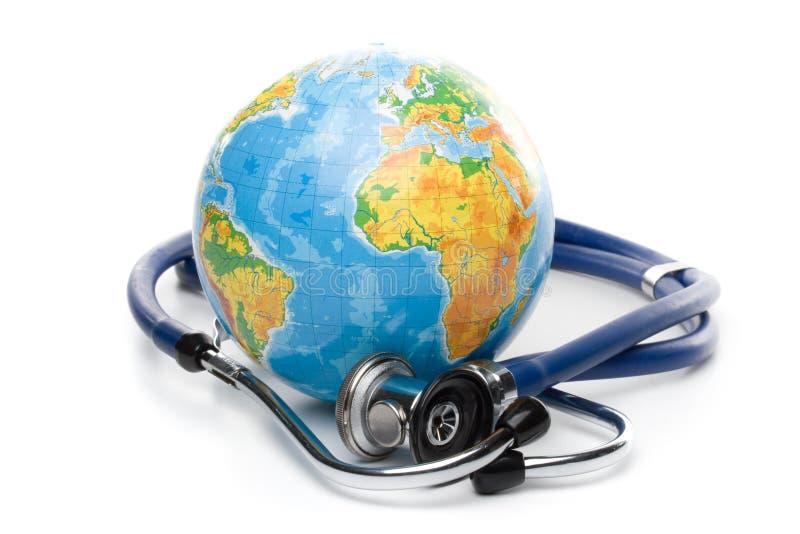 Globe avec le stéthoscope images libres de droits