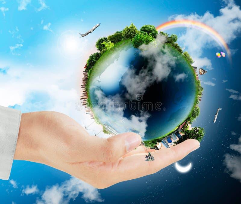 Globe de la terre dans des ses mains photo libre de droits