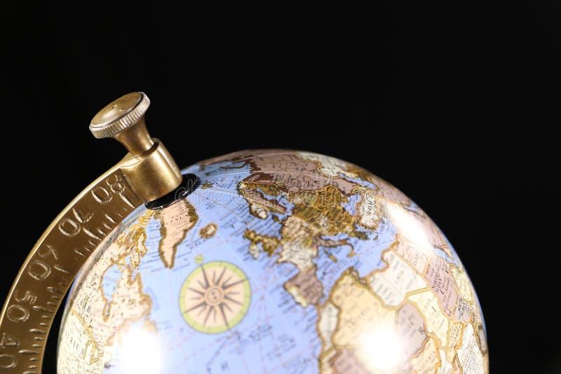 Globe de luxe de bleu et d'or, représentant le voyage international ou les affaires photos stock