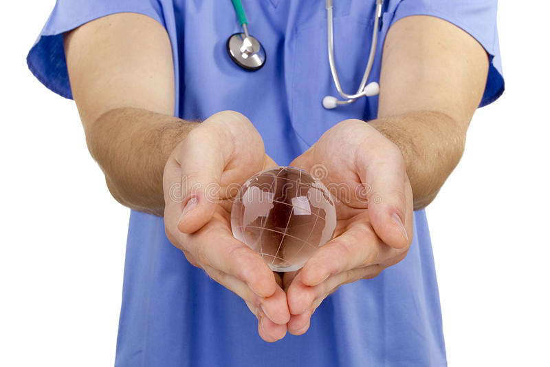 Globe de main de docteur photographie stock