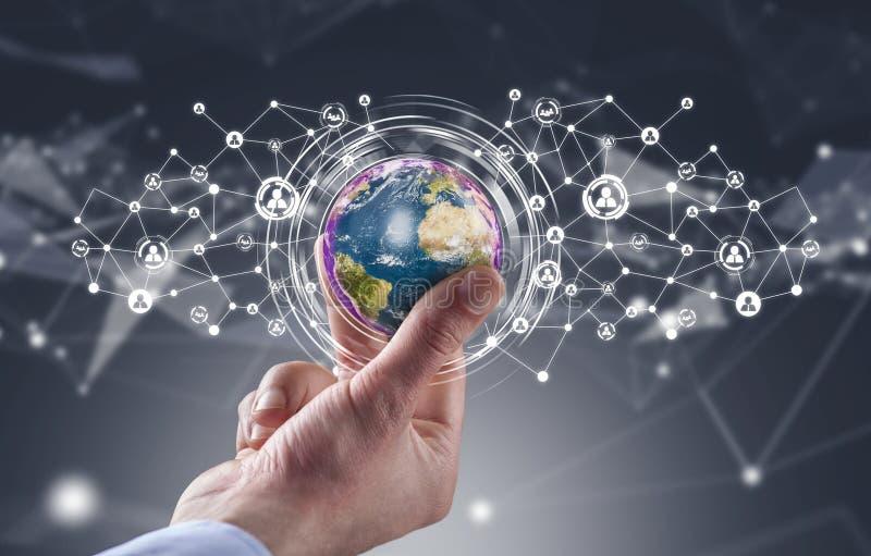 Globe de participation d'homme d'affaires avec le réseau social de médias illustration de vecteur