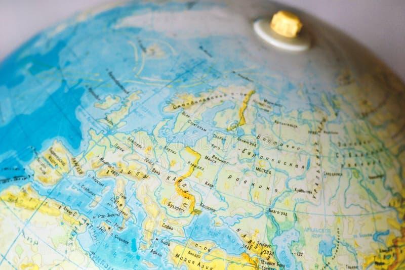 Globe de vintage avec des noms du pays dans le Russe, l'Europe, l'Eurasie, Ukraine, Russie photo libre de droits