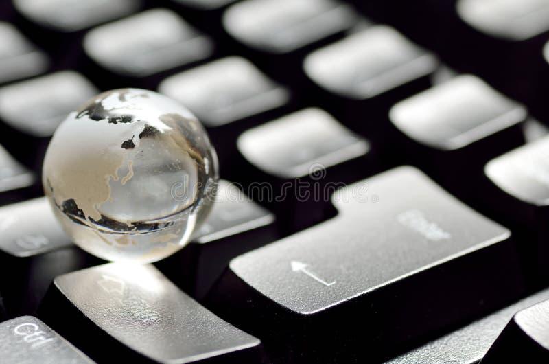 Globe et clavier. image libre de droits