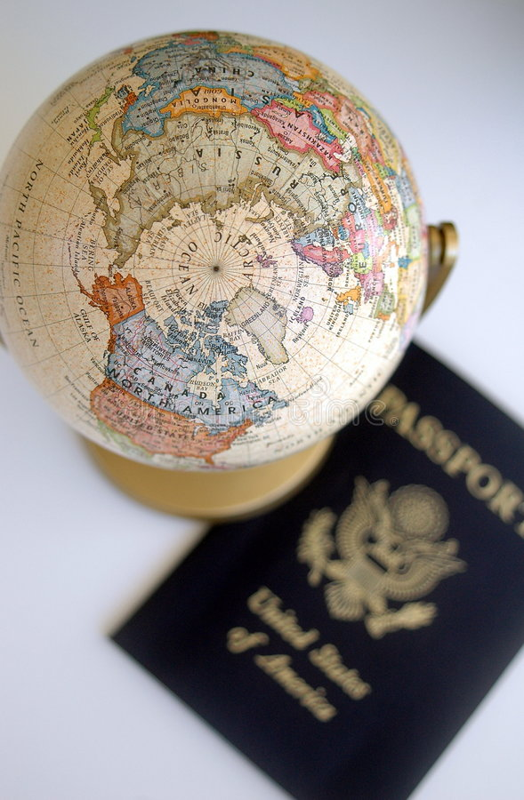 Globe et passeport images stock