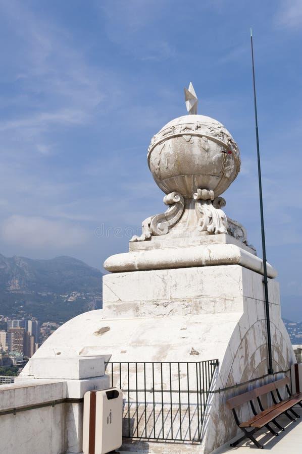 Globe et une étoile sur l'aquarium du Monaco photos libres de droits