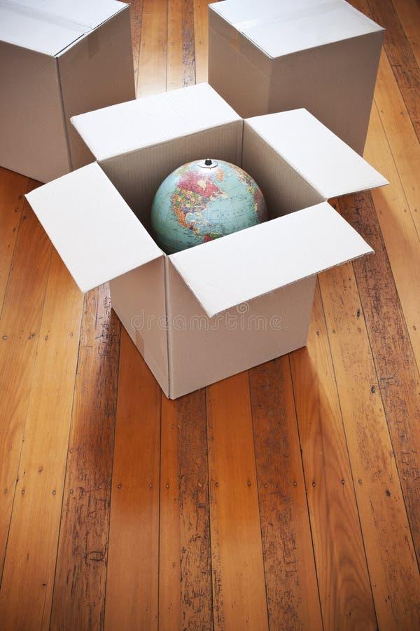 Globo commovente delle scatole fotografia stock libera da diritti