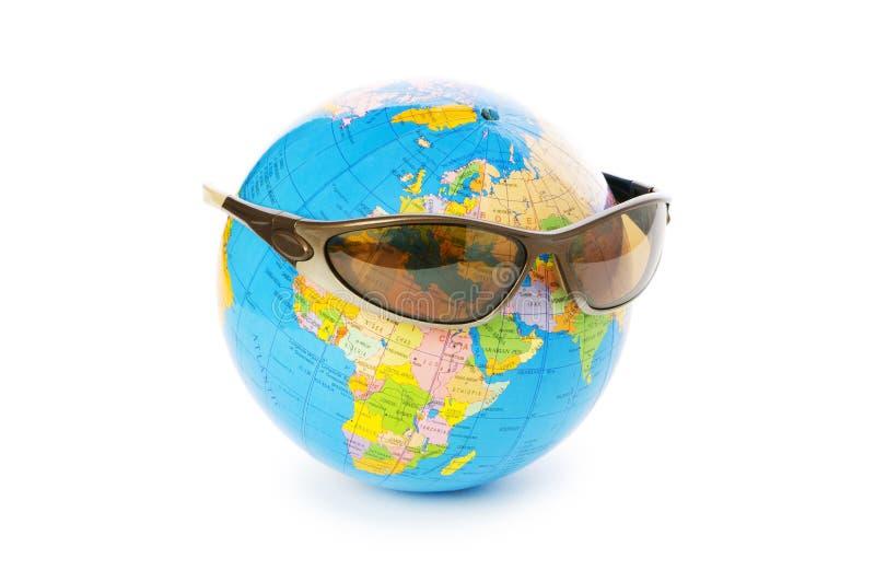 Globo con las gafas de sol aisladas fotografía de archivo libre de regalías