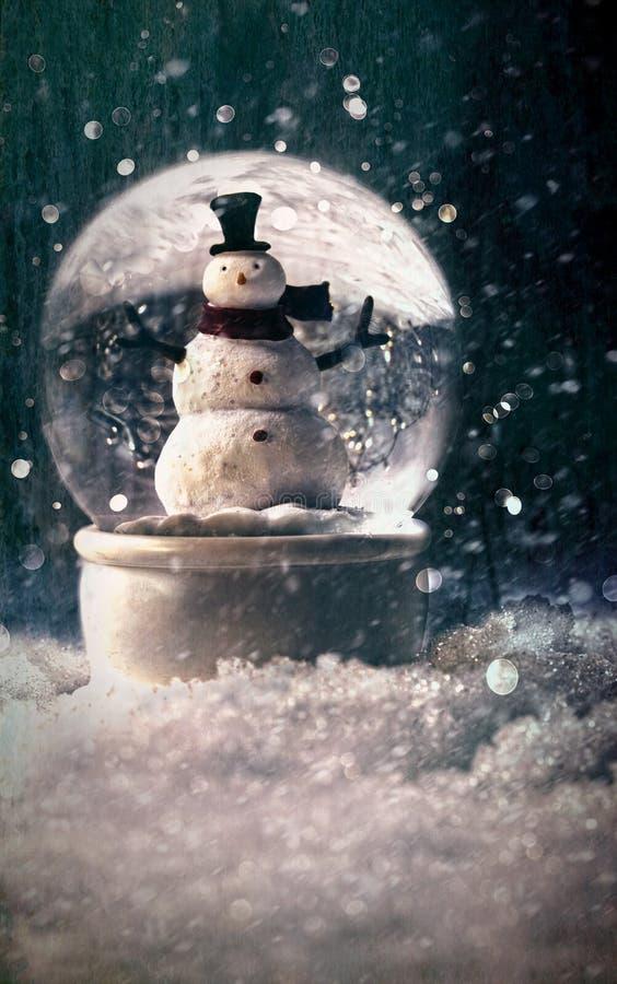 Globo de la nieve en una configuración nevosa del invierno fotografía de archivo