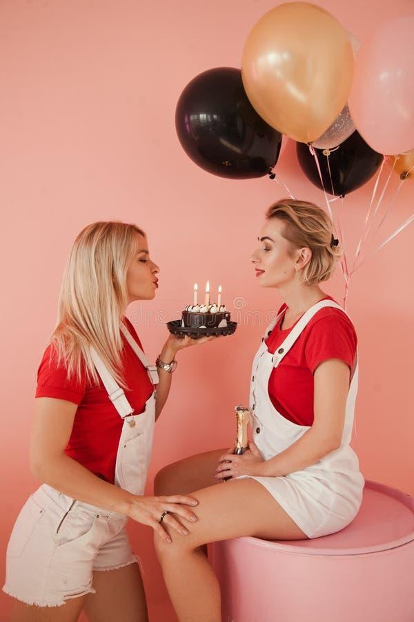 Globo de la torta de chocolate del acontecimiento del partido del mejor amigo imágenes de archivo libres de regalías