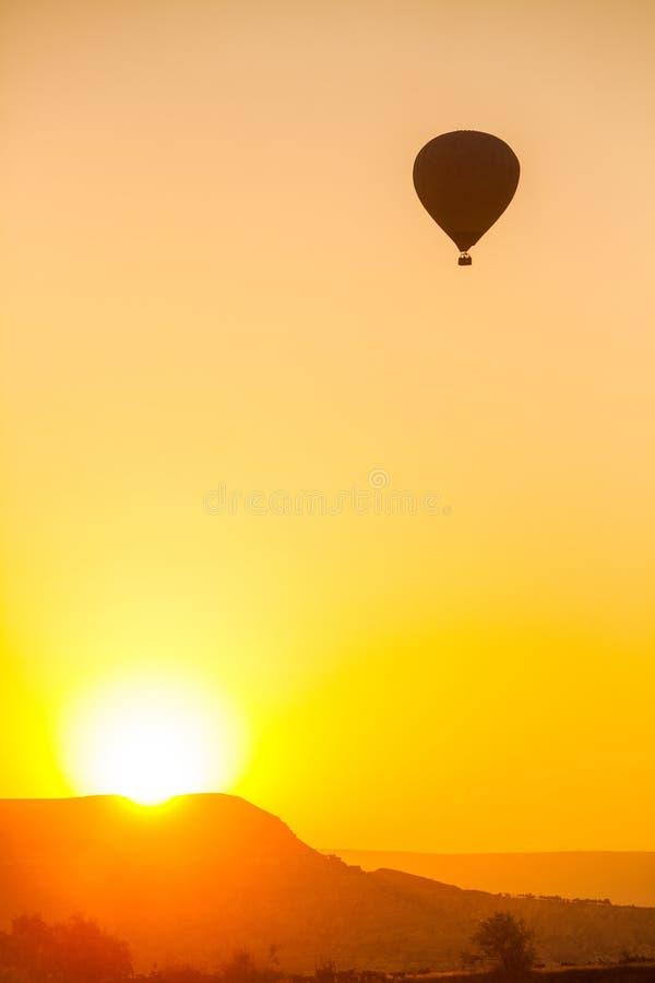 Globo del aire caliente en Cappadocia fotografía de archivo