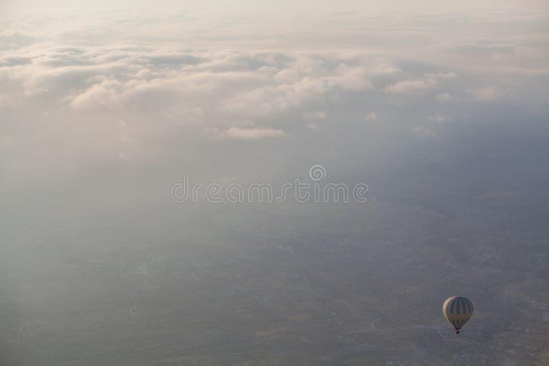 Globo del aire caliente en Cappadocia imagen de archivo libre de regalías