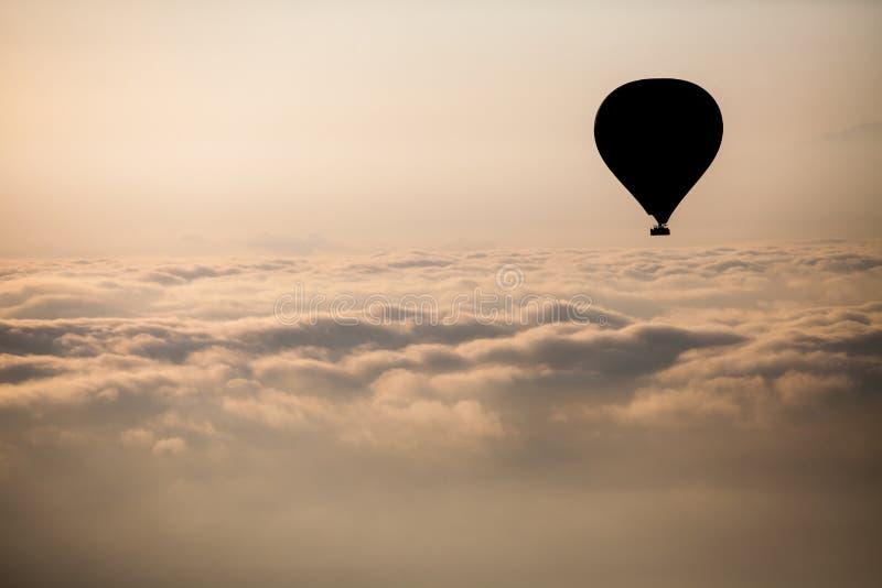 Globo del aire caliente en Cappadocia fotos de archivo
