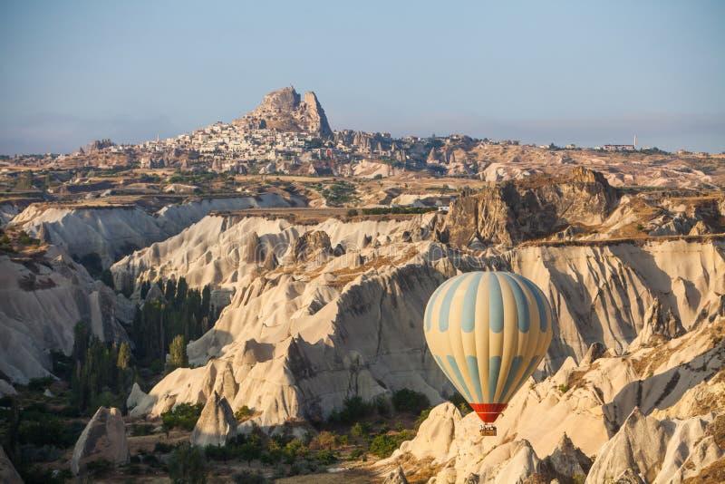 Globo del aire caliente en Cappadocia fotos de archivo libres de regalías