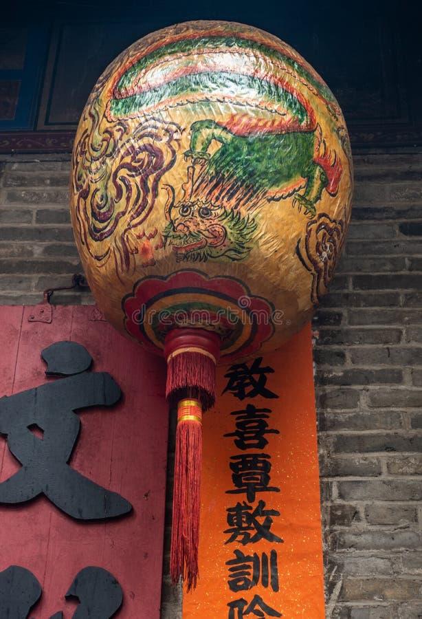 Globo del dragón en el hombre Mo Yi Tai Temple en Fu Shin Street, Hong Kong China fotografía de archivo libre de regalías
