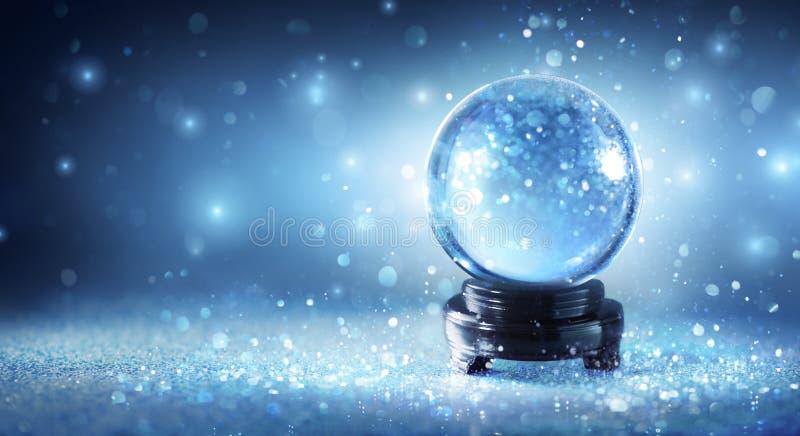 Globo della neve che scintilla immagini stock libere da diritti