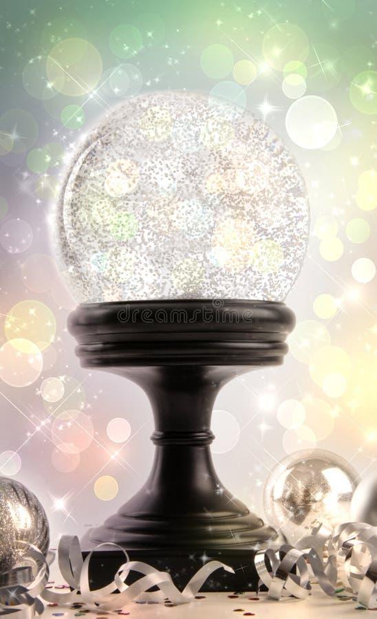 Globo della neve con gli ornamenti immagine stock