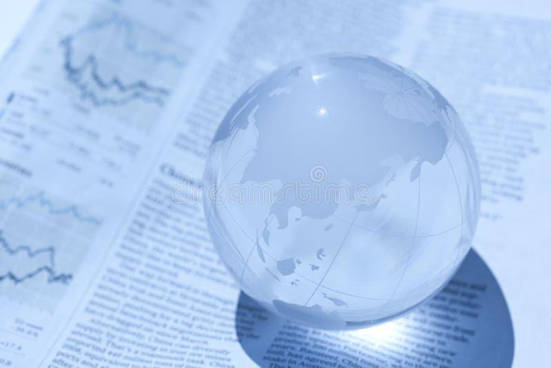 Globo e jornal imagens de stock royalty free