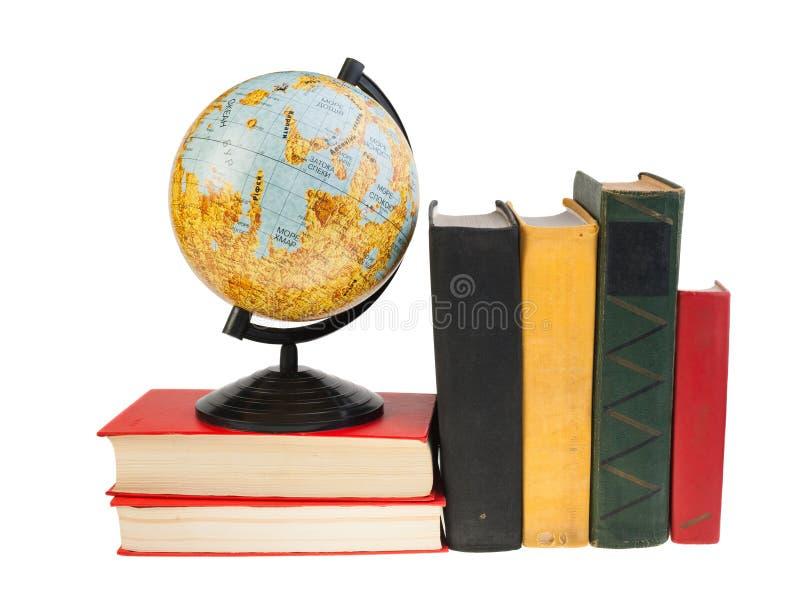 Globo e libri della luna immagine stock